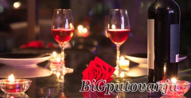 ROMANTICNI PAKET: nocenje sa doruckom za dve osobe (romanticno uredjena soba, flasa vina, korpa voca, slatko iznenadjenje i karte za 3D bioskop Arena cineplex za izabranu projekciju) u hotelu GARSON LUX 4* u Novom Sadu