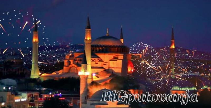 800 rsd vaučer za extra popust na putovanje u Istanbul za Novu godinu autobusom (3 noćenja u hotelu sa 3* i prevoz) za  105e 2