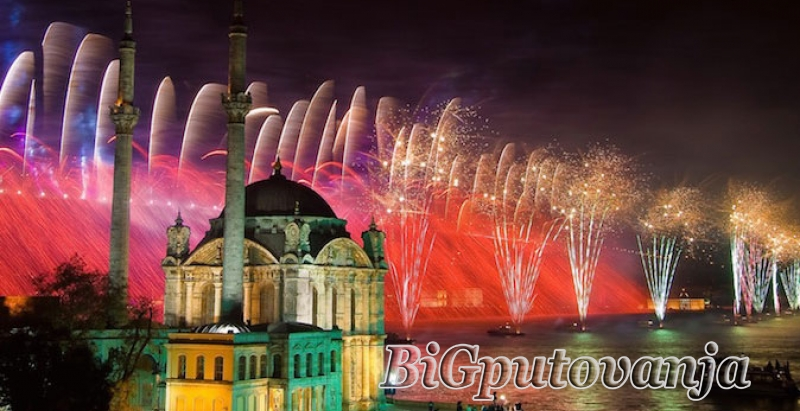800 rsd vaučer za extra popust na putovanje u Istanbul za Novu godinu autobusom (3 noćenja u hotelu sa 3* i prevoz) za  105e 1