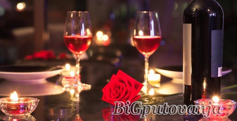 ROMANTICNI PAKET: nocenje sa doruckom za dve osobe (romanticno uredjena soba, flasa vina, korpa voca, slatko iznenadjenje i karte za 3D bioskop Arena cineplex za izabranu projekciju) u hotelu GARSON LUX 4* u Novom Sadu  1